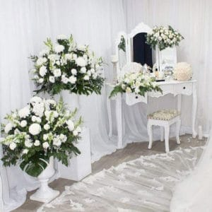 flower decorations brides bedroom