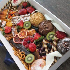 Large magical dessert box